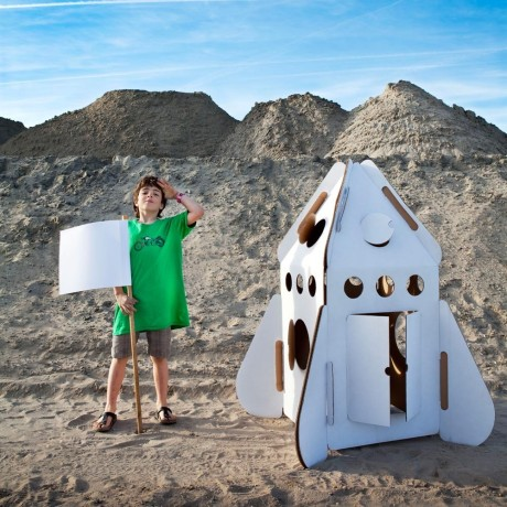 rocket-small-house-in-recycled-cardboard